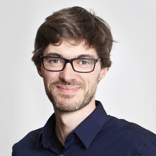 Das Bild zeigt Lukas Schulte, den Berater des NEZ von der Bürgerstiftung Neukölln.