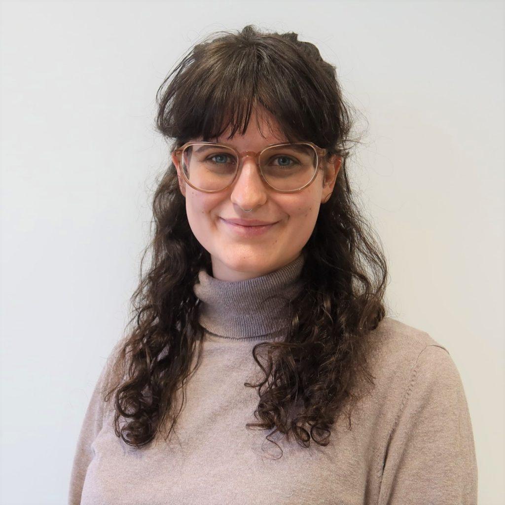 Das Bild zeigt die Mitarbeiterin Annika Basten
