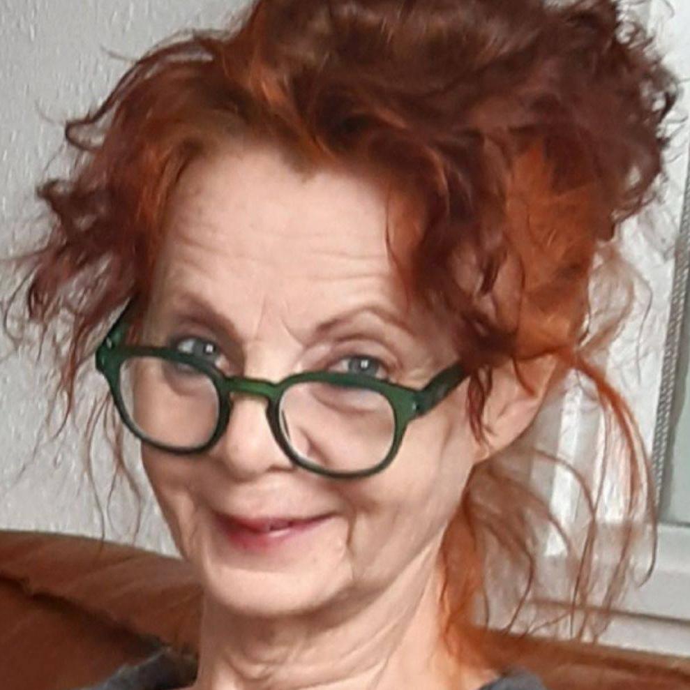 Das Bild zeigt die ehrenamtliche Beraterin Esther Hilker.